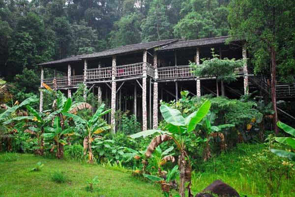 Malaisie_Borneo_longhouse1