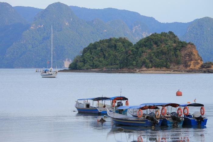Vue sur des bateaux à Langkawi qui attendent pour partir faire la visite des îles voisines !
