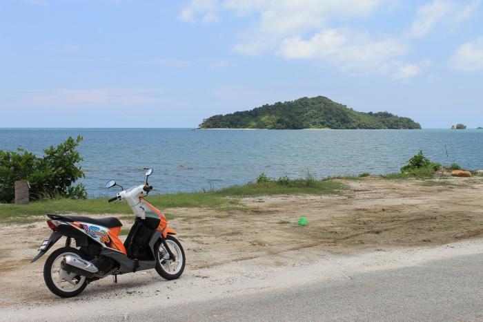 Scooter de location pour faire le tour de l'île et découvrir des endroits reculés