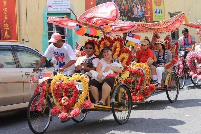 Les balades en tricycles de Melaka avec la musique à fond.