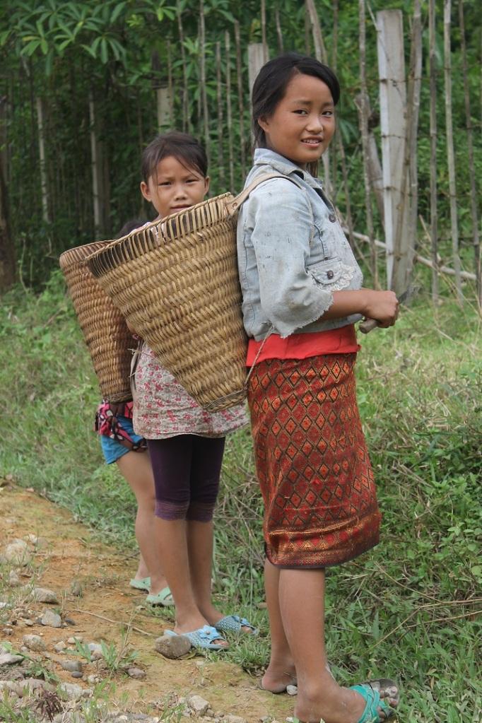 3 enfants à Vang Vieng