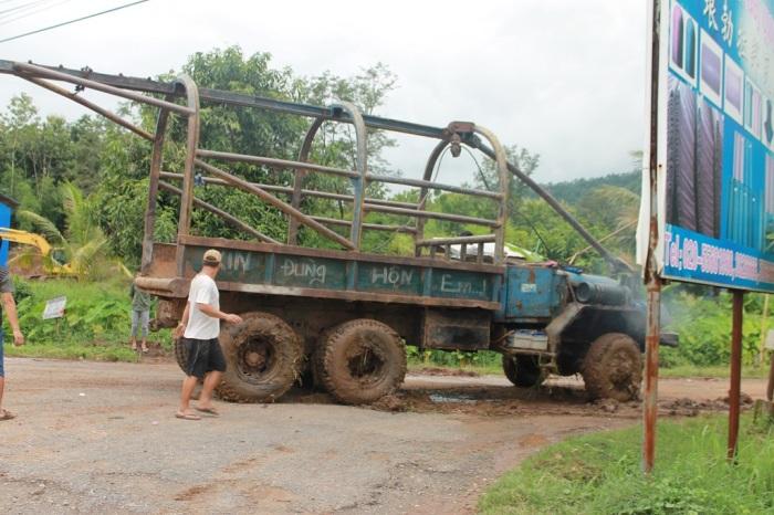 camion embourbé au Laos