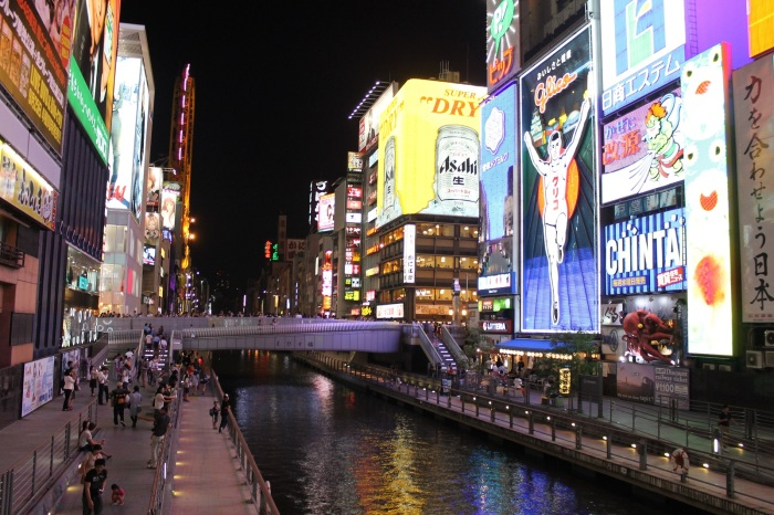 La photo classique d'Osaka dans le quartier de dotombori, vous pouvez y admirer le Glico