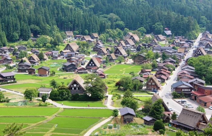 Shirakawa-go_from_Shiroyama