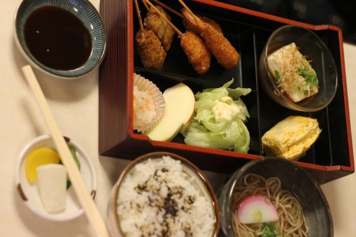 Bento à Kyoto au Japon, c'est un repas traditionnel de l'archipel nippon