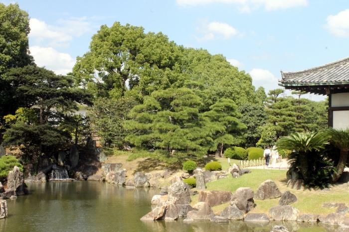 Les jardins du château d'Osaka appelé Nijo-Jo