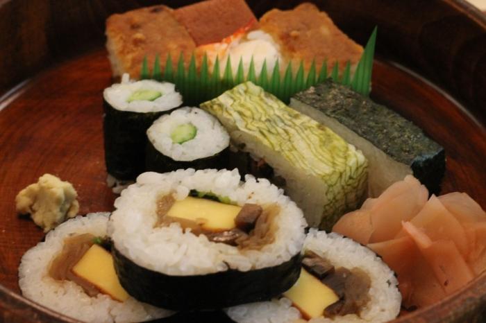 nishiki-market-sushis