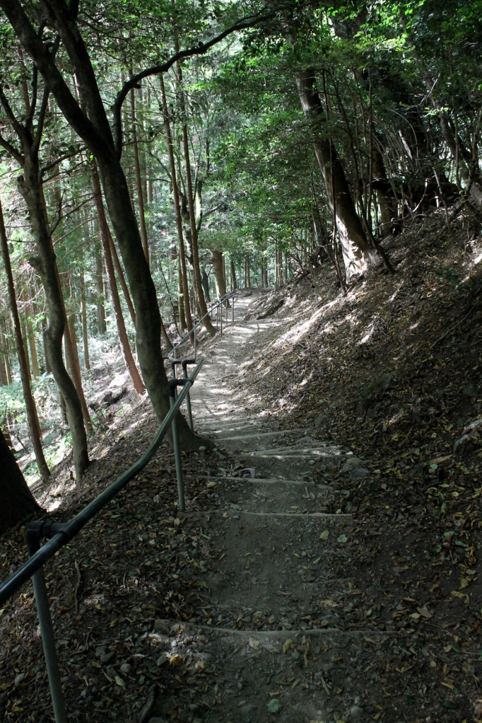 Le chemin de randonnée entre Kibune et Kurama dans la campagne de Kyoto.