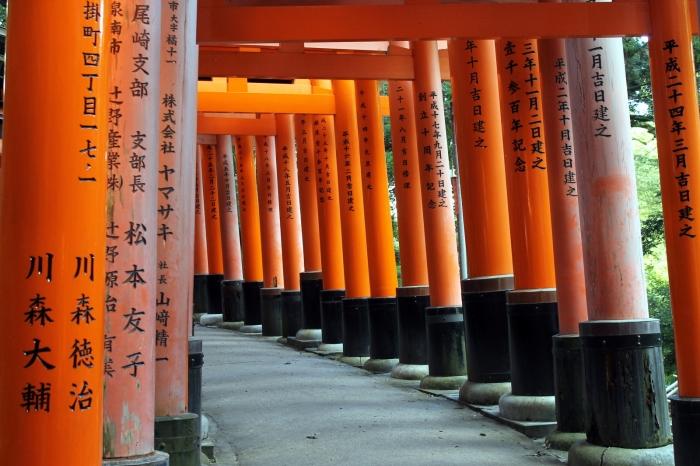 portes de toutes les couleurs dans le temple
