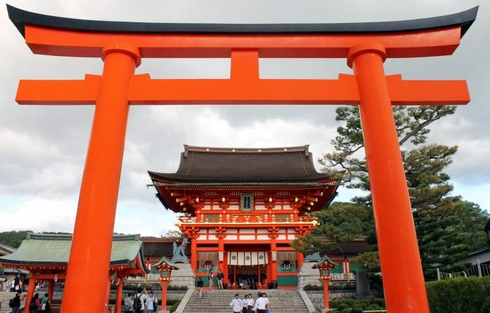 l'entrée du temple avec son majestueux portail