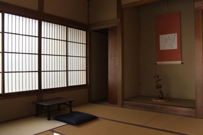 L'intérieur d'une petite maison sur le chemin entre Kurama et Kibune autour de Kyoto.
