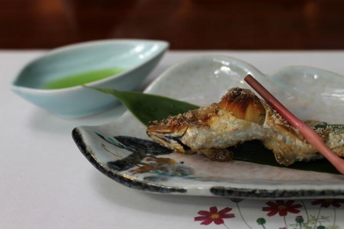 Un poisson à manger en entier dans un restaurant de Kibune au nor de Kyoto