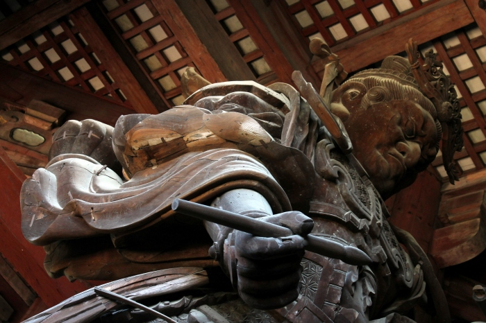 Statue superbe de Nara à côté du grand bouddha