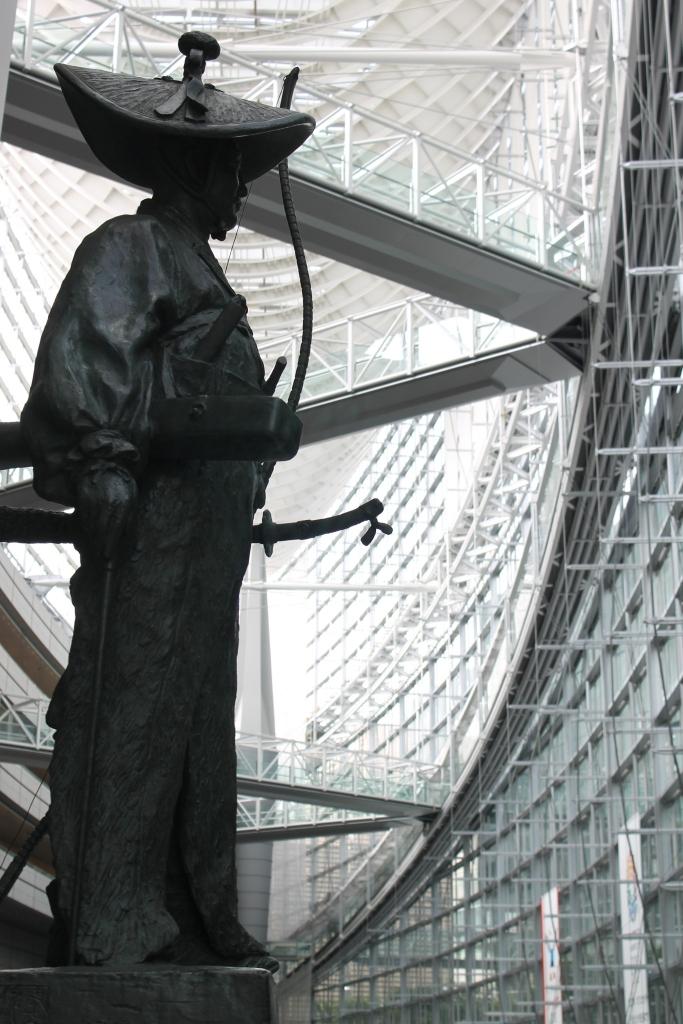 statue-tokyo-international-forum
