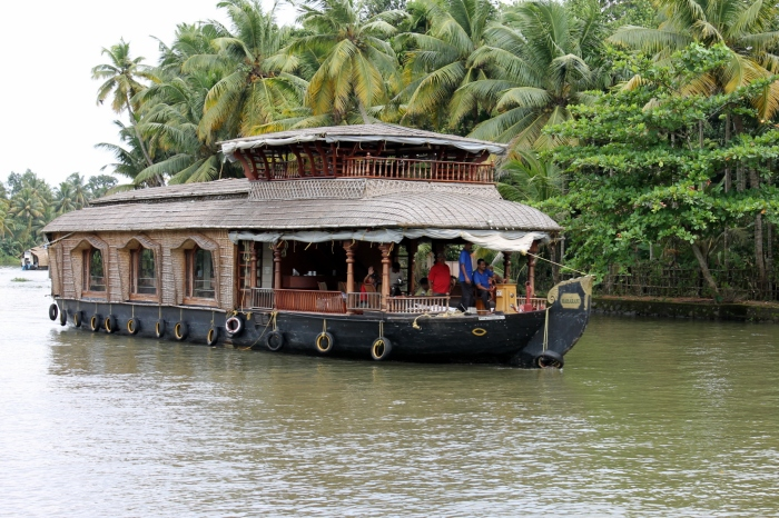 bateau-backwaters-kerala