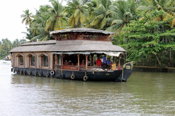 bateau-backwaters-kerala